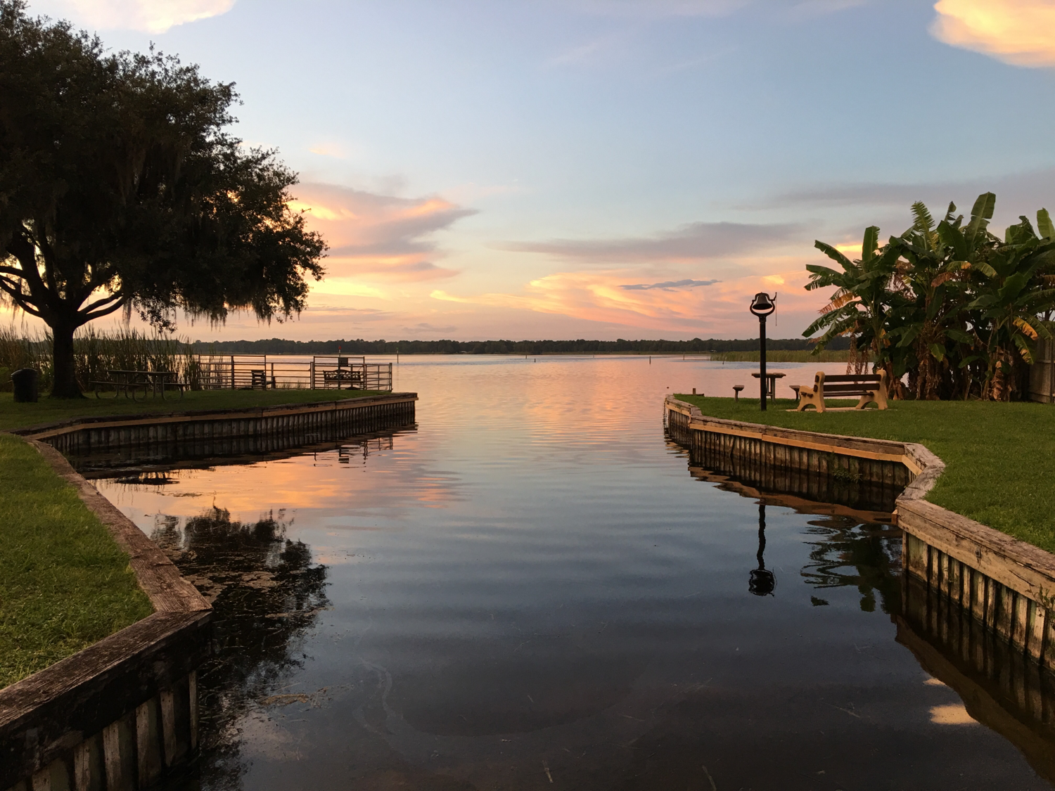 Crystal river rv parks reviews and photos for Florida fishing lodges
