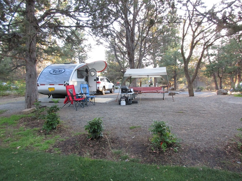 Campgrounds in oregon with rv hookups near